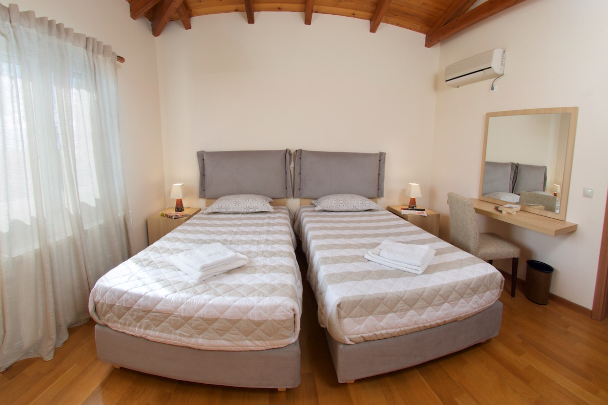 Room for 2 persons (sea & garden view terrace)